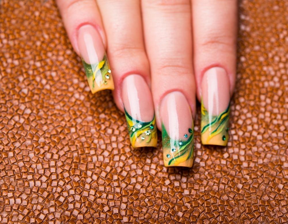 unha verde e amarelo shutterstock_174251900