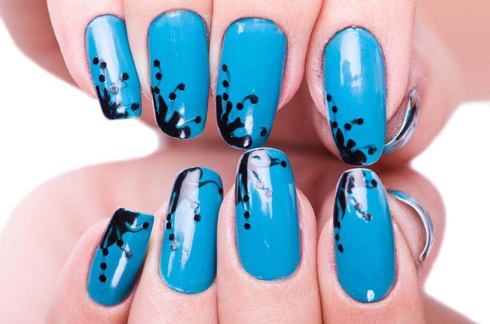 unhas decoradas azul shutterstock_179120456