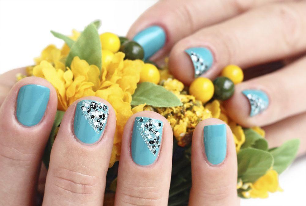 unhas decoradas azul shutterstock_163822724