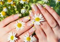 unhas decoradas com flores